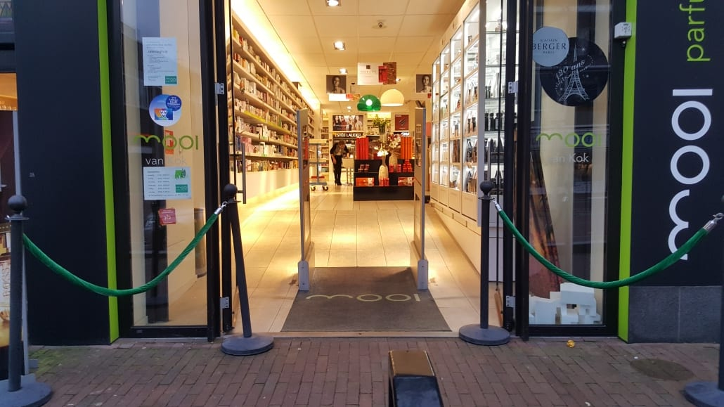 Mooi - Kok - Soest - parfumerie - drogisterij - artikelbeveiliging - productbeveiliging - detectiepoortjes - EM - TAGIT - Premium Light - cosmetica - parfum - beveiligingslabels - discreet - transparant
