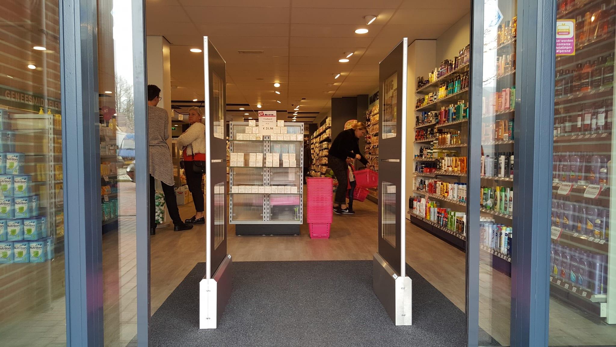 DA - Boezerooij - Grootegast - parfumerie - drogisterij - artikelbeveiliging - productbeveiliging - detectiepoortjes - EM - TAGIT - Premium Light - cosmetica - parfum - beveiligingslabels - discreet - transparant