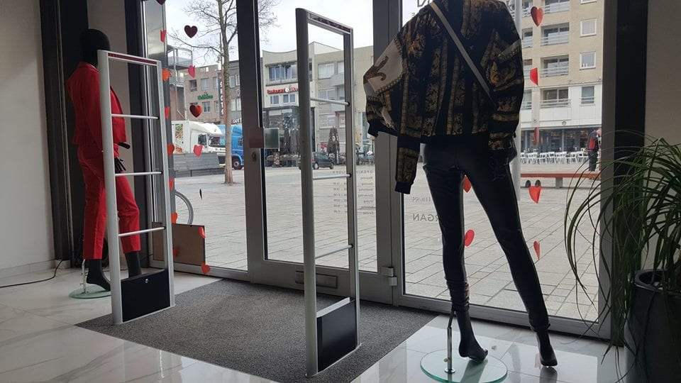 Shere - Fashion - Almere - CityMall - fashion - mode - artikelbeveiliging - productbeveiliging - detectiepoortjes - RF - BeSuRe - Classico - beveiligingslabels - hard tags